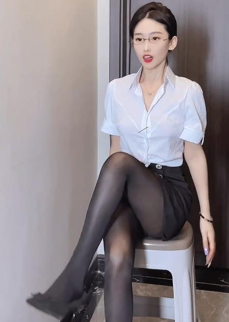 性感美女踢腿视频