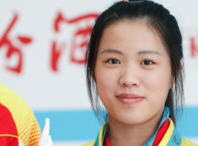 清华学子杨倩获奥运首金:曾一口叠7个弹壳,训练时抱枪睡着