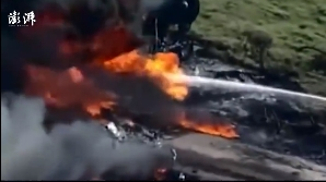 美国得州一飞机撞上电线坠毁 机上21人全部生还